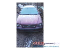 Dezmembrez Volvo V40/S40 2.0 benzina 1997