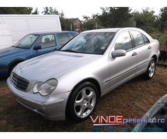 Dezmembrez Mercedes C Class W303 an 2002 motor 1800