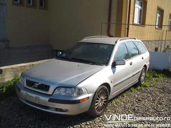 Dezmembrez Volvo V40 1,9D